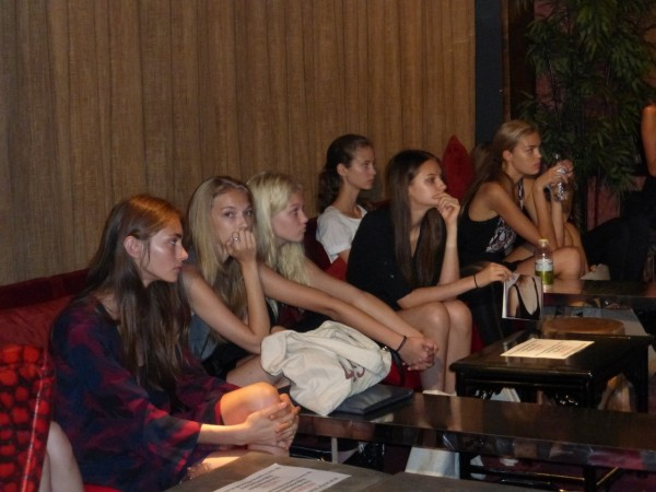 Model Beauties Waiting to See Andrew Weir