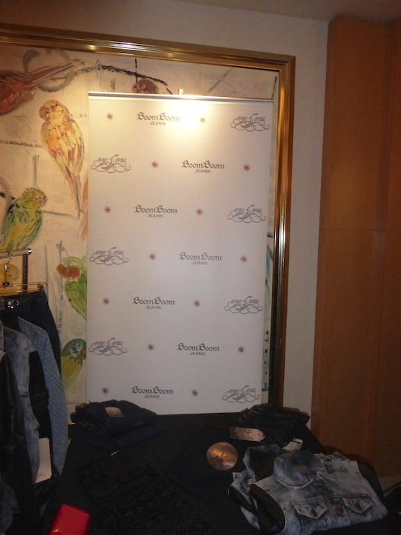 Boom Boom Jeans was on hand at the American Music Awards red carpet event gifting fab fashion pieces.