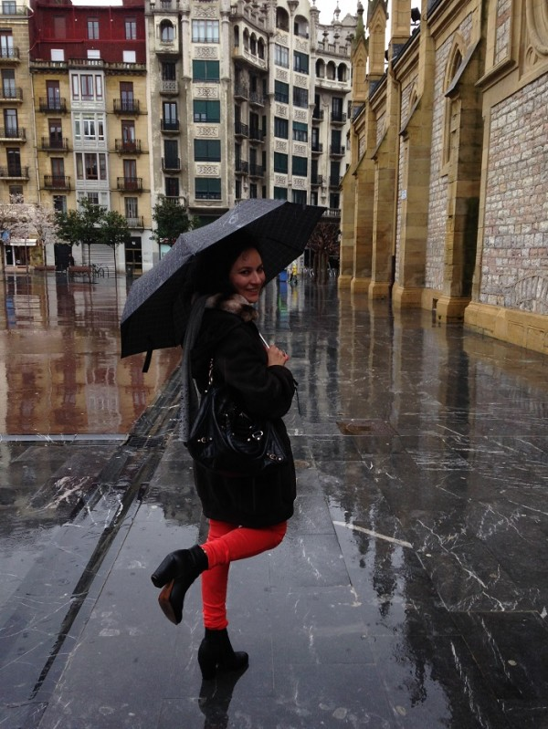 San Sebastian street style in the rain