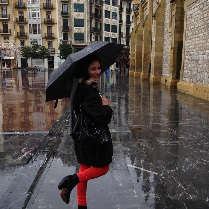San Sebastian street style in the rain
