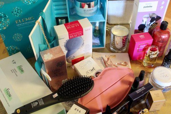 Beauty Girls Wishlist Gift Guide 2017 Elemis, Vanity Planet, Savvy Jet Set, Cartier Baiser Fou Perfume