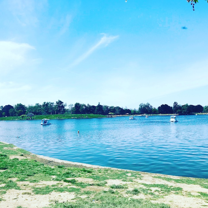Spring trends by the lake in Los Angeles