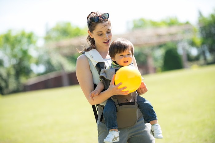 Abiie Huggs Baby Carrier Prevents Hip Dysplasia